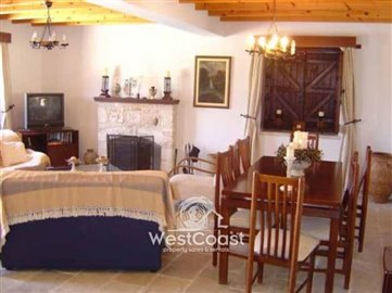 32054-4-bedroom-stone-built-house-in-neo-chor