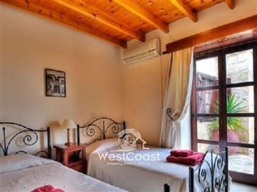 32056-4-bedroom-stone-built-house-in-neo-chor