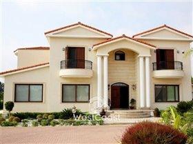 Image No.3-Villa de 5 chambres à vendre à Emba