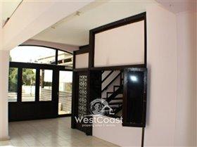 Image No.1-Commercial à vendre à Kato Paphos