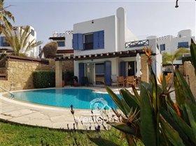Image No.0-Villa de 5 chambres à vendre à Chloraka