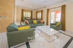 Image No.4-Villa de 5 chambres à vendre à Lachi