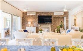 Image No.1-Villa de 8 chambres à vendre à Coral Bay
