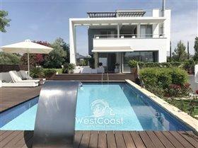 Image No.0-Villa de 4 chambres à vendre à Lachi