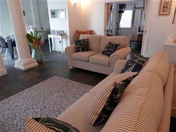 lounge2-scaled