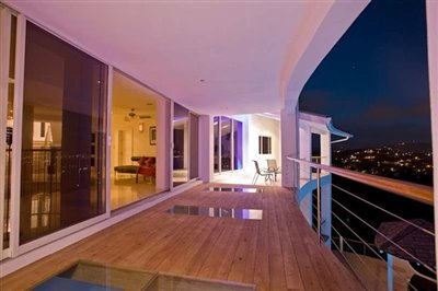 10-balcony