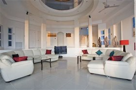 Image No.1-Villa de 6 chambres à vendre à Cap Estate