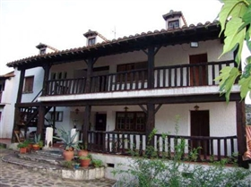 Image No.2-30 Bed House for sale