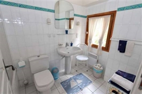 Image No.9-11 Bed Farmhouse for sale