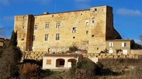 Carcassonne, Chateaux