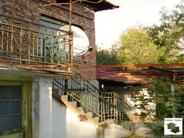 Nice two-storey house, situated in a well-developed village, 35 km from Veliko Tarnovo