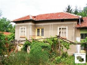 Image No.0-Maison de 3 chambres à vendre à Pavlikeni