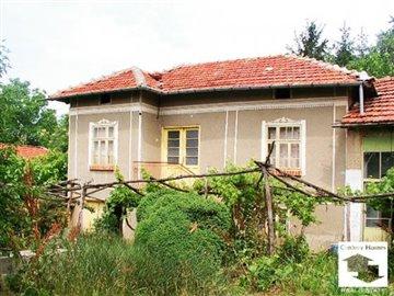 Detached two-storey house in the village of Vishovgrad, 30 km from Veliko Tarnovo