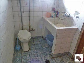 bahtroom/toilet, first floor
