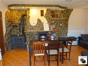 Image No.1-Maison de 4 chambres à vendre à Tryavna
