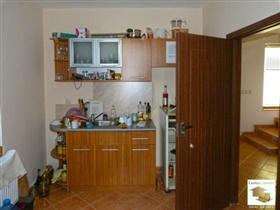 Image No.3-Maison de 4 chambres à vendre à Tryavna