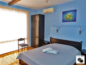 Image No.5-9 Bed House for sale