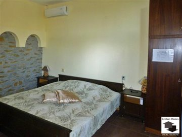 spacious rooms, fully furnished