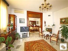 Image No.2-Maison de 5 chambres à vendre à Veliko Tarnovo