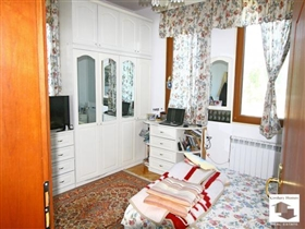 Image No.5-Maison de 5 chambres à vendre à Veliko Tarnovo
