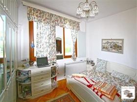 Image No.6-Maison de 5 chambres à vendre à Veliko Tarnovo