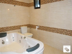 Image No.28-5 Bed House for sale