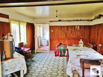 spacious living / kitchen