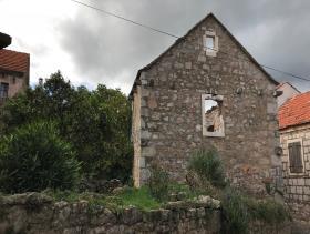 Vrbanj, Village House