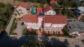 Image No.3-Commercial de 15 chambres à vendre à Vrboska