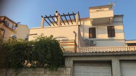Image No.0-Appartement de 4 chambres à vendre à Hvar