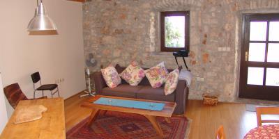 Restored-stone-house-on-Hvar-Island24