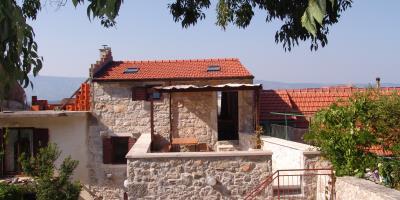 Restored-stone-house-on-Hvar-Island31