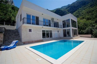 Modern-villa-for-sale-in-Bar-34
