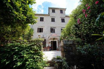 Villa-in-Dobrota-for-sale-3