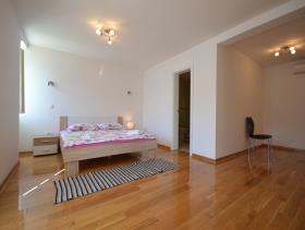 Image No.7-Villa de 4 chambres à vendre à Kotor