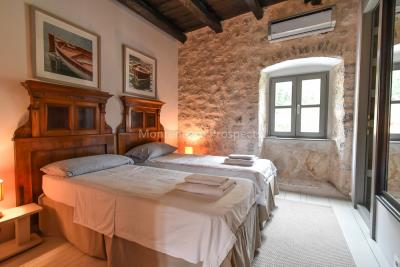 Beautifully-renovated-three-level-sea-front-property-located-in-Muo--Kotor-Bay--1617--5-