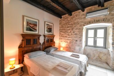 Beautifully-renovated-three-level-sea-front-property-located-in-Muo--Kotor-Bay--1617--6-