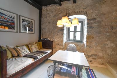 Beautifully-renovated-three-level-sea-front-property-located-in-Muo--Kotor-Bay--1617--12-