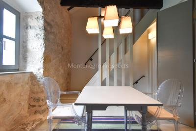 Beautifully-renovated-three-level-sea-front-property-located-in-Muo--Kotor-Bay--1617--16-