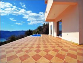 Image No.2-Villa / Détaché de 3 chambres à vendre à Herceg Novi