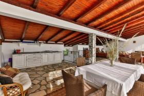 Image No.10-Villa de 5 chambres à vendre à Becici