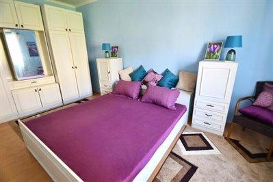 DSC_0035-tif-bedroom-with-wardrobe--670x446