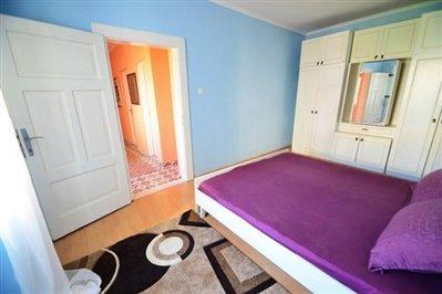 DSC_0048--bedroom-and-door-670x446