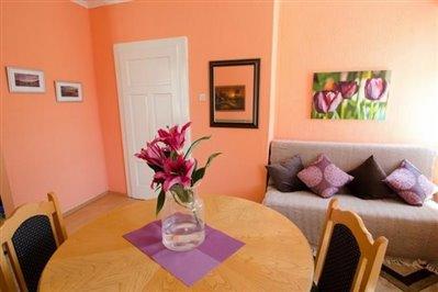 DSC_0146--dining-room-and-lounge-view-towards-door-670x446