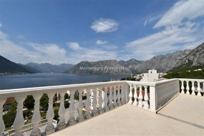 two-bedroom-apartment-with-magnificent-sea-views-Dobrota--8182-31-