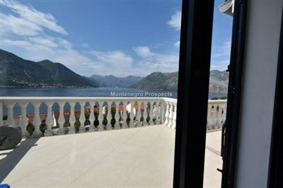 two-bedroom-apartment-with-magnificent-sea-views-Dobrota--8182-30-