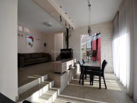 Image No.2-Villa de 3 chambres à vendre à Herceg Novi