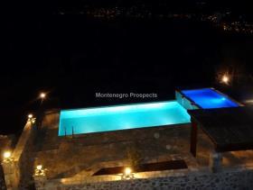 Image No.5-Maison / Villa de 7 chambres à vendre à Tivat