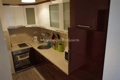 One-bedroom-apartment-in-a-complex-on-the-first-line-of-the-sea-Dobra-Voda-10043-4-670x446
