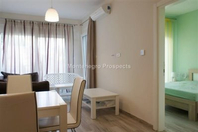 One-bedroom-apartment-in-a-complex-on-the-first-line-of-the-sea-Dobra-Voda-10043-7-670x446